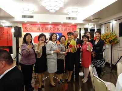 駐大阪辦事處處長蔡明耀伉儷與婦女會理監事成員